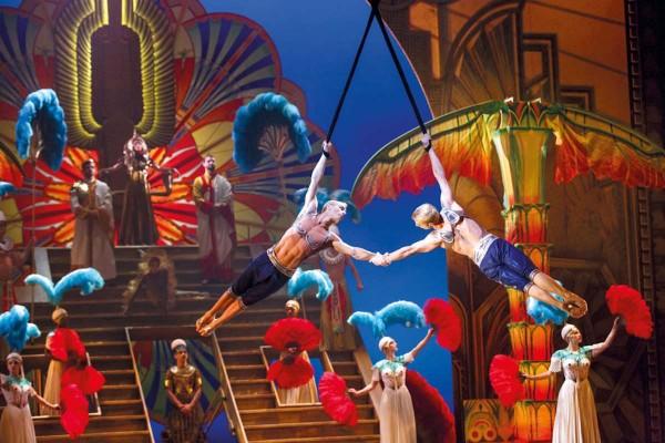 Plaza Inn Moorfleet - Cirque du Soleil Paramour