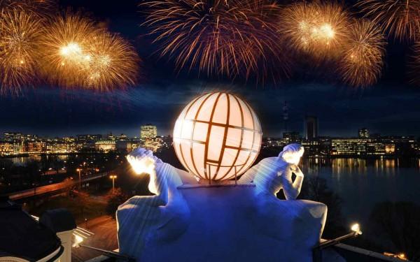 Das Silvestererlebnis mit Blick auf die Alster und Feuerwerk