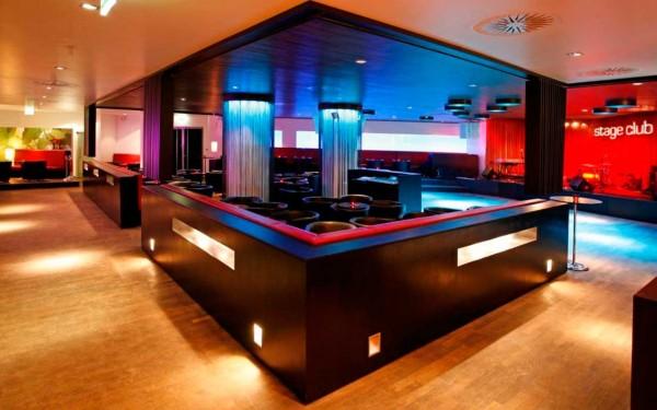 Die Loungebereiche im Club laden zur kurzen Pause vom Tanzen ein