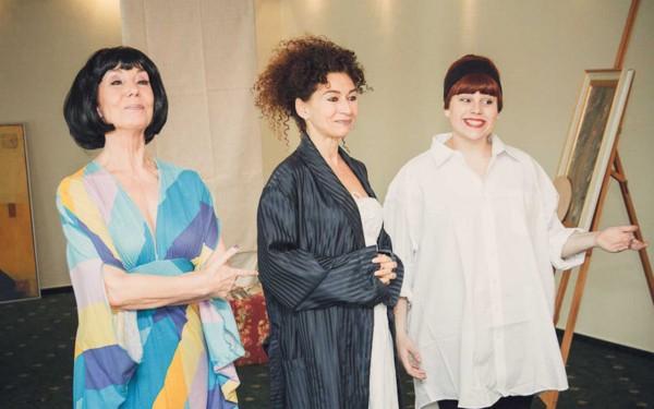 Revuediva, Klavierlehrerin und Malerin suchen passende Männer